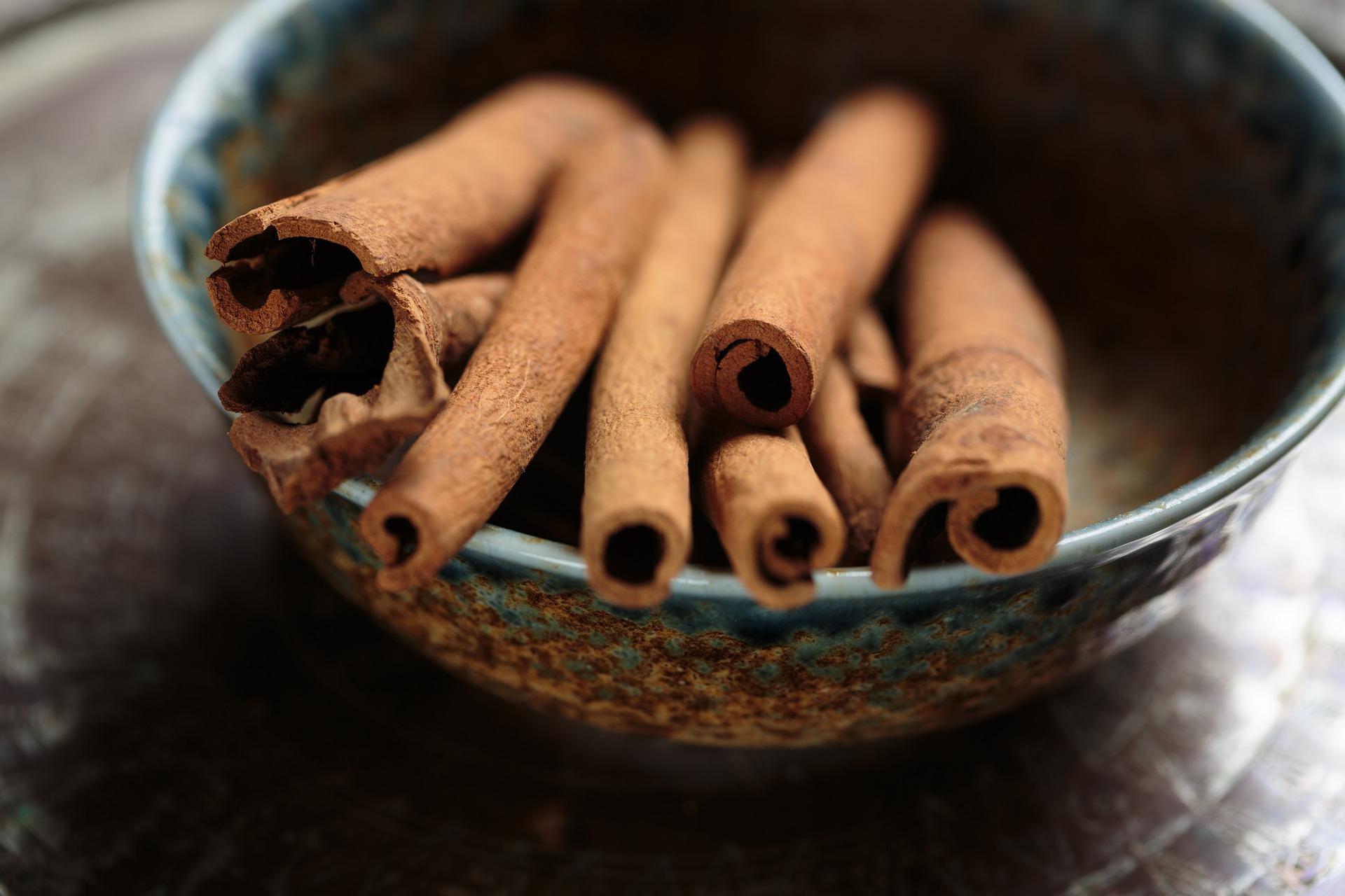 Existujú tri druhy škorice. Cejlonská, škorica indonézska a škorica čínska.